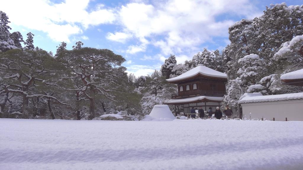世界文化遺産 雪化粧した銀閣寺